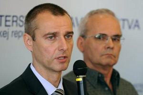 Mimoriadny brífing za účasti ministra zdravotníctva Richarda Rašiho a hlavného hygienika SR Ivana Rovného.