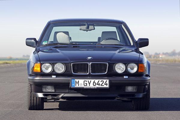 Ilustračné/BMW E32