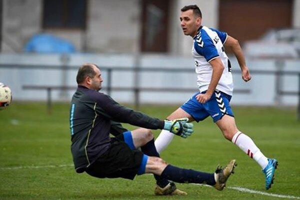 Patrik Mačina strelil jeden z siedmich gólov Iskry Borčice do siete Prečína.