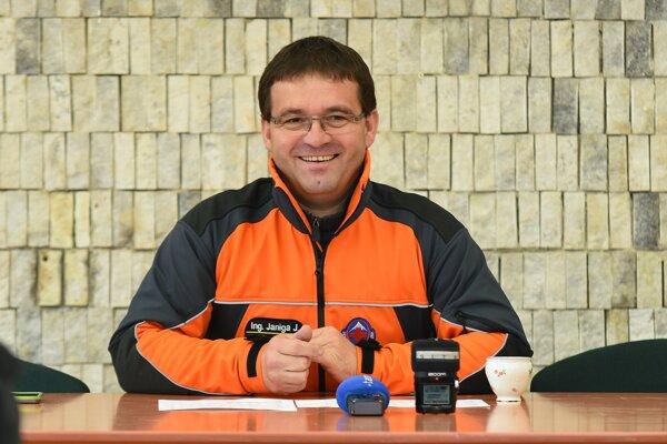 Na snímke riaditeľ Horskej záchrannej služby Jozef Janiga počas tlačovej konferencie Horskej záchrannej služby k letnej turistickej sezóne 2016 v horách v Starom Smokovci vo Vysokých Tatrách.
