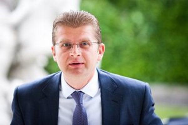 Minister Žiga odkázal, že zmluvu musel podpísať.