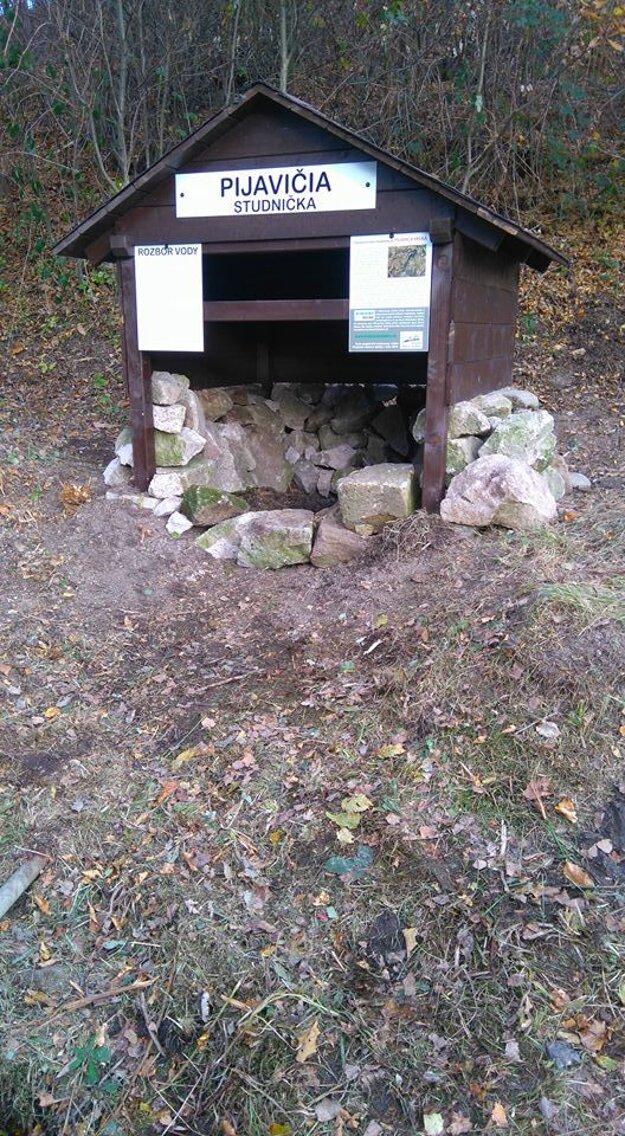 Pri prechádzke Ostrým Grúňom tiež môžete naraziť na Pijavičiu studničku.