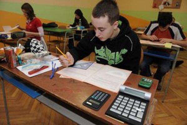 Píšu deviataci testy z matematiky a slovenčiny naozaj len z vlastnej hlavy? Odborník na testovanie tomu nechce veriť.