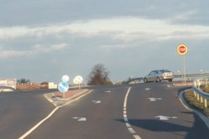Križovatka je nebezpečná, vodiči nemajú dobrý výhľad.
