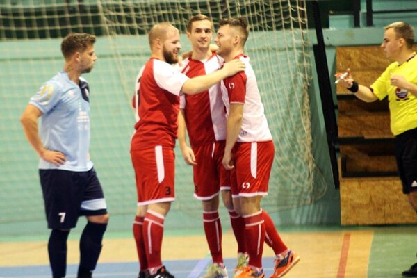 V súboji dvoch tímov z dna tabuľky sa tešili hostia z Nových Zámkov a Nitrania sú tak stále bez víťazstva na poslednom mieste.