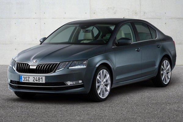 """Modernizovaná Škoda Octavia má štyri """"oči"""". Octavia sa vyrába už vyše dvadsať rokov a stala sa bestsellerom, ktorý si vo vyše sto krajinách kúpilo už vyše päť miliónov motoristov."""