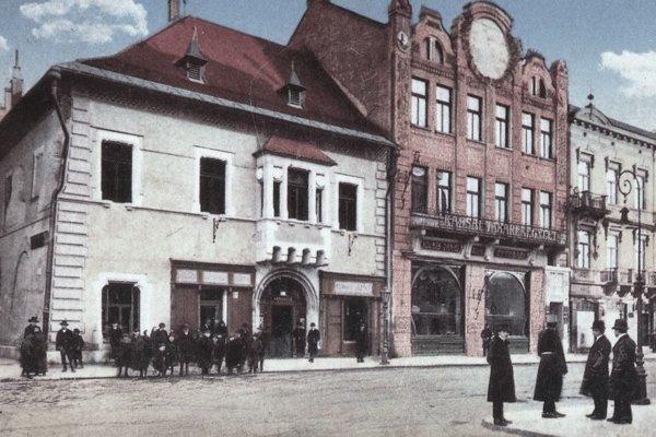 Levočský dom a budova Slávie.
