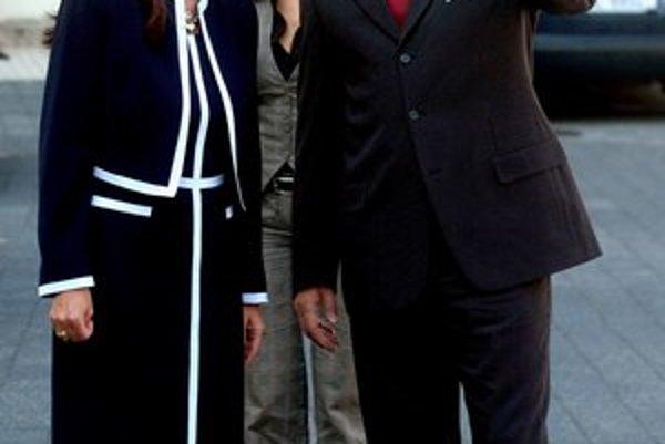 Rok 2007. Robert Fico navštívil Ústavný súd v Košiciach, kde ho privítala čerstvá šéfka Ivetta Macejková.