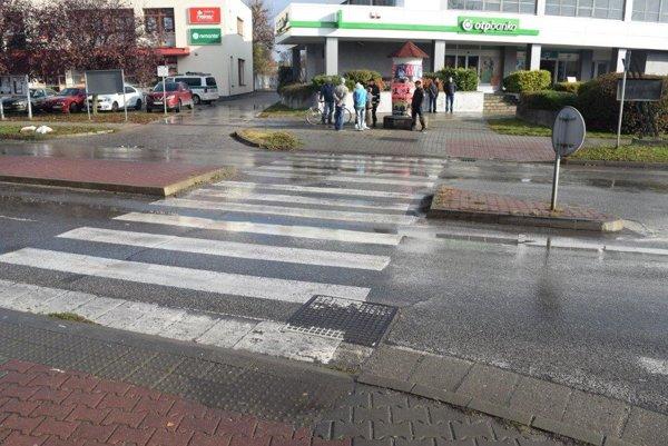 K nehode došlo na tomto priechode vo Veľkom Mederi.