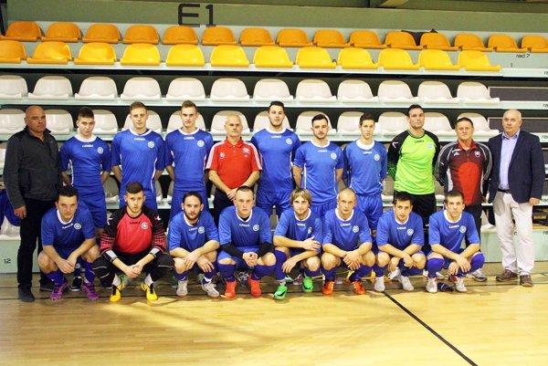 V takejto zostave hral Výber ObFZ Nitra pred rokom. Bol čiernym koňom turnaja, pretože v päťčlennej základnej skupine skončil druhý a vo štvrťfinále vypadol na penalty s rezervou FC Nitra.