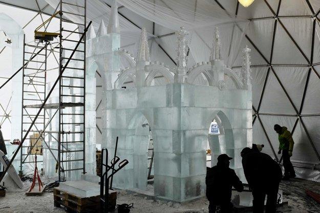 Postavená časť ľadovej gotickej katedrály.