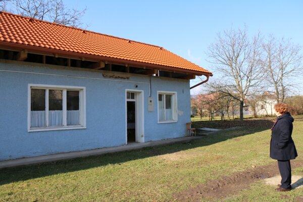 V dome sídli posilňovňa aj pamätná izba obce.