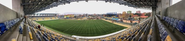 Dunajskú Stredu čaká prvý zápas na novom štadióne.