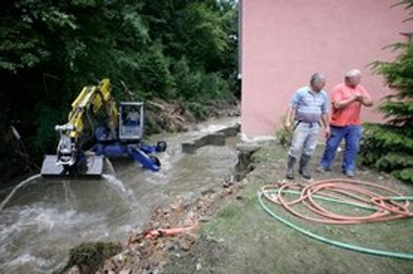 Obec Píla, ktorú v roku 2011 spustošila voda z blízkych kopcov.