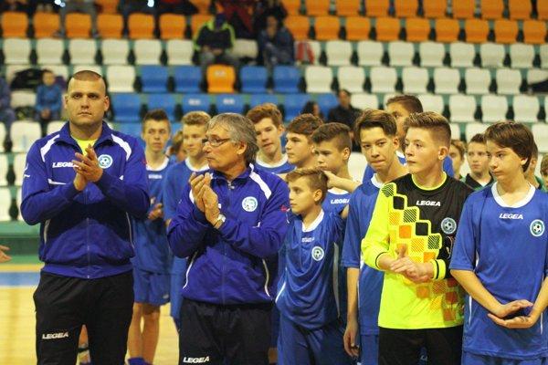 Zverenci Jozefa Bratha a Romana Hromádku vyhrali všetky zápasy a postúpili na finálový turnaj do Trnavy z prvého miesta.