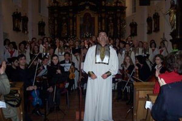 Počas koncertu si spoločne zaspievali zbory z nášho regiónu pod taktovkou Petra Šveca.