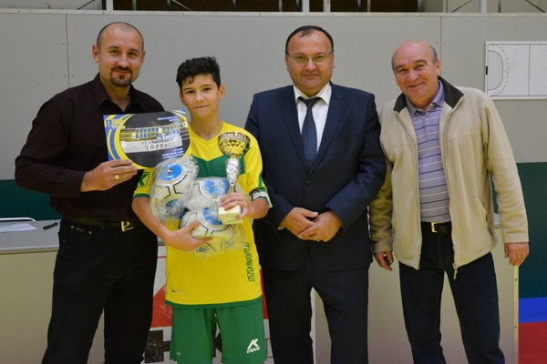 Jacovskí starší žiaci dnes urobili radosť svojim fanúšikom, vyhrali 15. ročník žiackeho futbalového turnaja O pohár ObFZ Topoľčany.