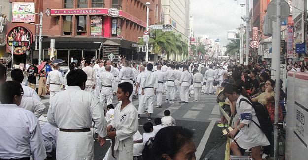 Na ulici dlhej 2 kilometre cvičilo kata 3973 karatistov.