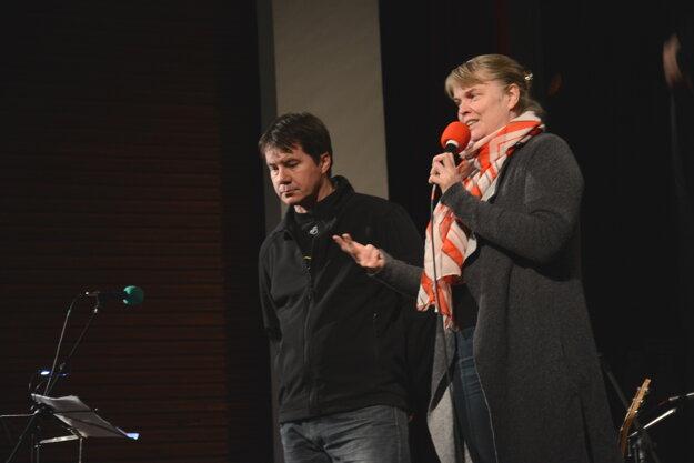 Patrik Dubovský aMonika Vrzgulová. O historických pomeroch informovali na voľnej večernej diskusii aj odborníci.