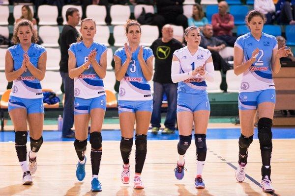 Celkom vpravo Monika Stankovianska, kapitánka tímu Volley project UKF Nitra.