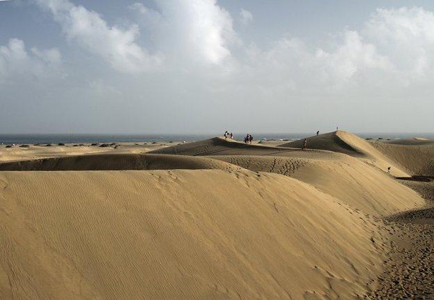 Duny v Maspalomas ohúria svojou skutočnou veľkosťou.