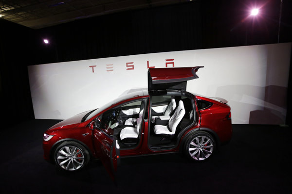 Tesla chce v Európe postaviť nový závod na výrobu lítiových batérií.