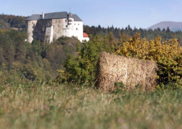 Skanzen bol plánovaný pod Ľupčianskym hradom.