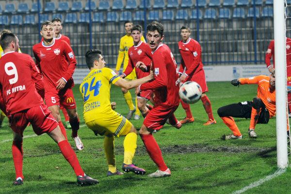 Futbalisti Nitry hrali v Michalovciach netradične v červených dresoch.