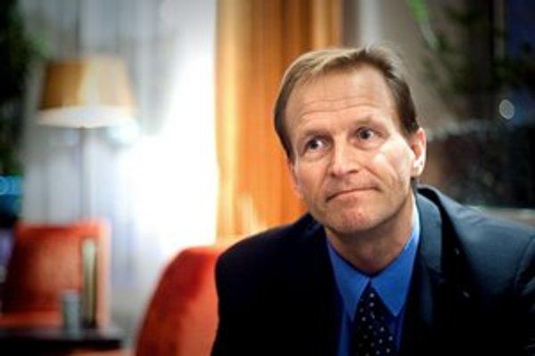 Leo Pahkin pôsobí ako konzultant vo Fínskej národnej rade pre vzdelávanie v Helsinkách. Na Slovensko prišiel na pozvanie Verejnej komisie pre reformu vzdelávacej politiky, ktorú založili časopis Trend a občianske združenie Nové školstvo.