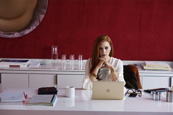 Amy Adams vo filme Nočné zvieratá.