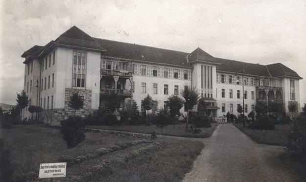 Československá štátna nemocnica.