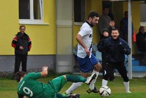 Martin Kordiš (v bielom) je postrachom všetkých obrancov.