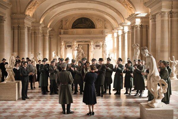 Francúzi pustili do Louvre nacistov, a viac sa ich nezbavili, nazňačuje Alexander Sokurov vo filme Frankofónia.