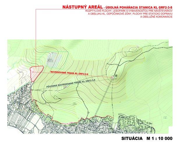 Červenou je ohraničený nástupný areál, červená čiara je trasa, ktorá vedie k hornej stanice lanovky.