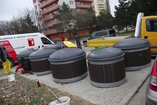 V Nitre pribúdajú polopodzemné kontajnery na odpad.
