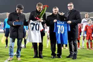Zľava Viliam Ondrejka (majiteľ klubu), Ivan Kozák (prezident Únie ligových klubov), Karol Škula (prezident FC ViOn) a Ján Kováčik (prezident Slovenského futbalového zväzu).