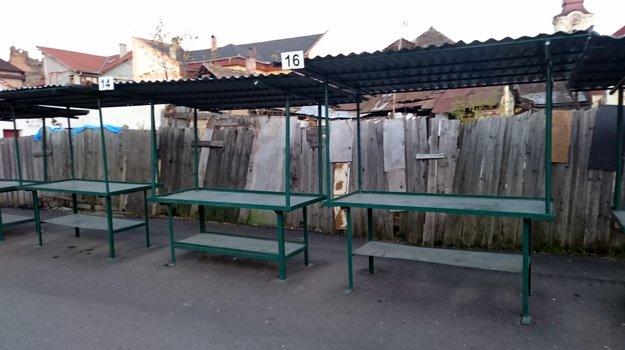 Staré železné stánky onedlho v meste skončia.