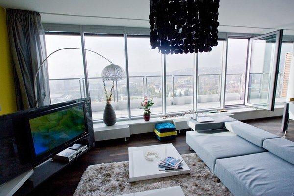 Prax môže byť rôzna a líši sa dom od domu. Môžu byť novostavby, kde je zálohový predpis na trojizbový byt vo výške 110 eur, ale v inej novostavbe to je aj 210 eur.