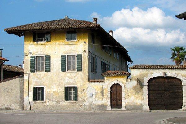 Priemerná cena bytu v krajine sa od roku 2010 znížila z 200 000 eur na 170 000 eur. Naopak, daň z nehnuteľností vyskočila o 104 percent v priemere na 611 eur.