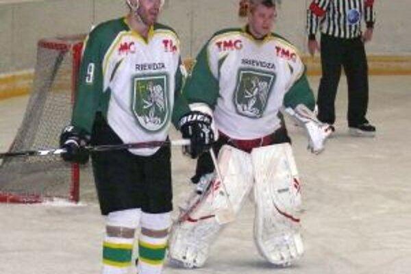 Dušan Chromý (vľavo) počas prvoligového zápasu v uplynulej sezóne.