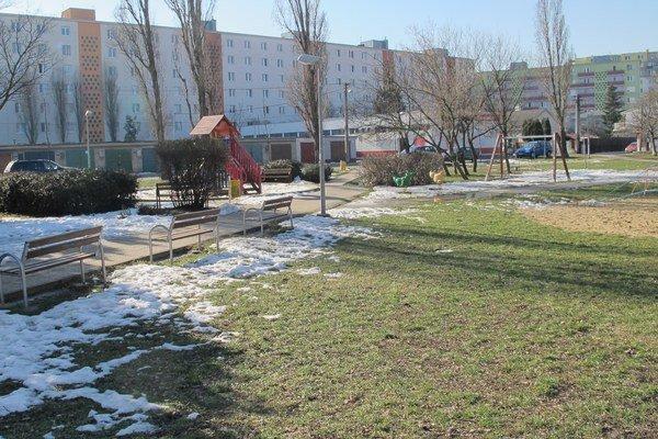 Revitalizáciu plánujú dokončiť do leta tohto roka. Ilustračná snímka z parku tesne pred začiatkom prác.