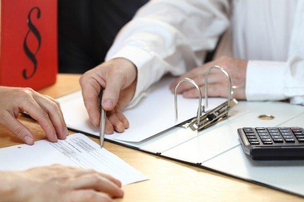 V daňovom priznaní môžete zohľadniť aj výdavky súvisiace s predajom nehnuteľnosti ako výdavky na odmenu znalca, inzerciu, právnika, realitného makléra, či správne poplatky.