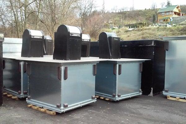 Nové pozemné kontajnery vareáli zberného dvora na Podbrezinách.