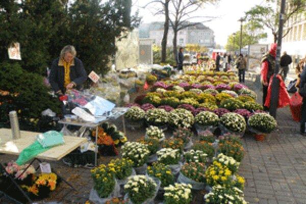 V centre Prievidze sú pri príležitosti Pamiatky zosnulých trhy.