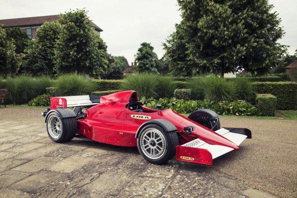 Lola F1R