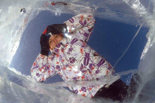 Kým prišli záchranári, Anna bola pod ľadom neuveriteľných sedemdesiatdeväť minút. Jej telesná teplota klesla na 13,7 °C.