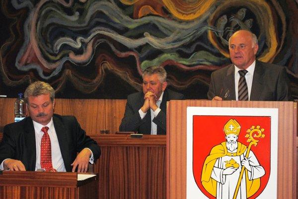 Obchvat nevyšiel. Exprimátori Jaržembovský vpravo a Biganič vľavo.