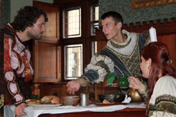 Rytiermi sa môžu stať aj návštevníci zámku po splnení úloh.