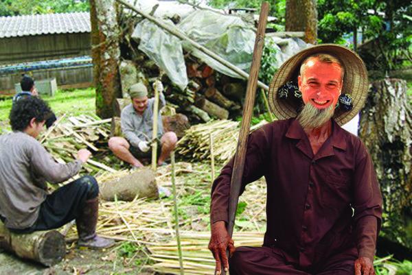 Tajné fotky z Vietnamu. Primátor Raši si dokonca nechal narásť aj fešnú briadku, aby lepšie zapadol medzi miestnych.