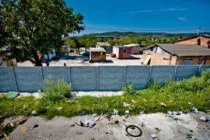 V Pezinku žijú za múrom vo vlastnom svete.